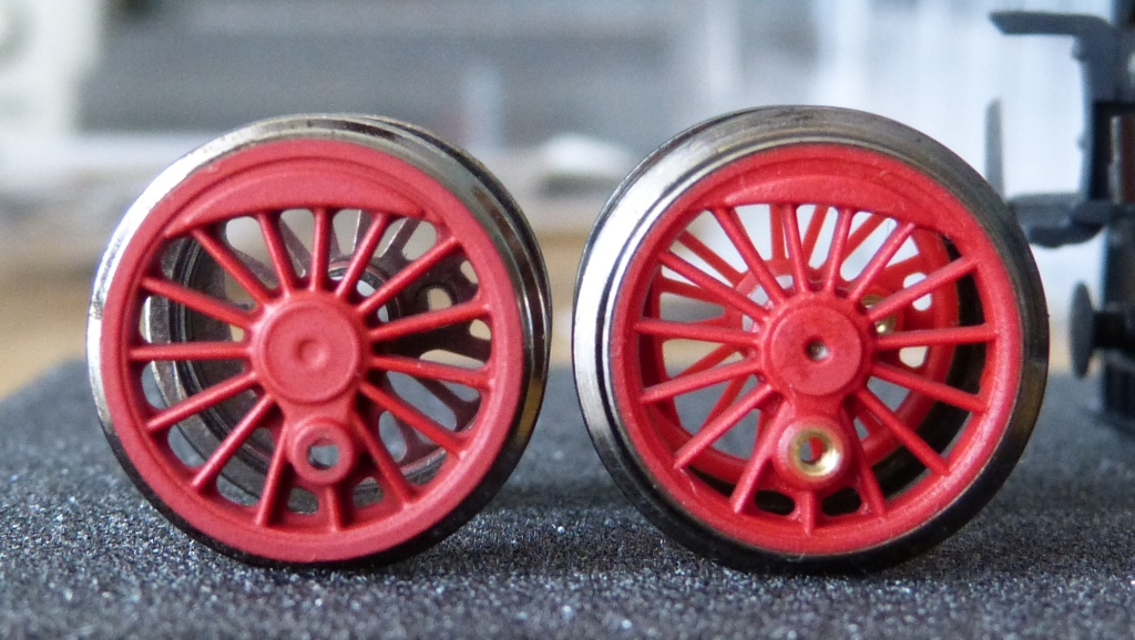 P1130993-BR50-Roco-intervention-old-and-new-wheelsets_zps5icvg9ra.jpg